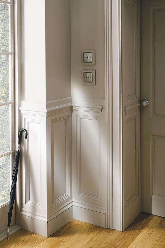 Door mouldings colonial style interior doors bespoke oak for Finishing touch mouldings